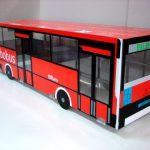 aja realizada en metacrilato diseñado con vinilos simulando un autobús con carpetas cerradas de anillas.