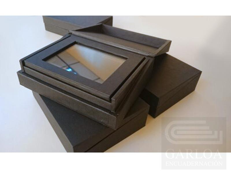 Caja con troquel interior