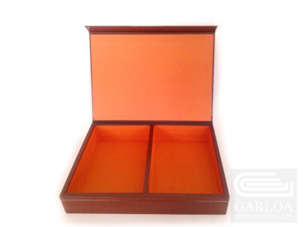 Caja de madera forrada en geltex