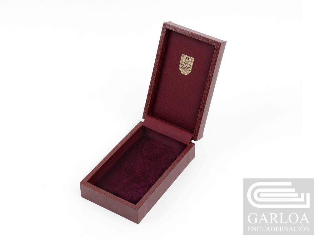 Cajas para medallas forradas en guaflex